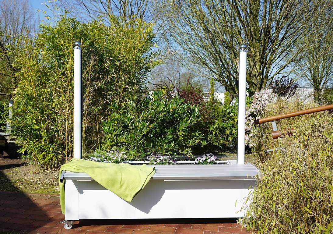 Mobiler Windschutz mit Sitzbank